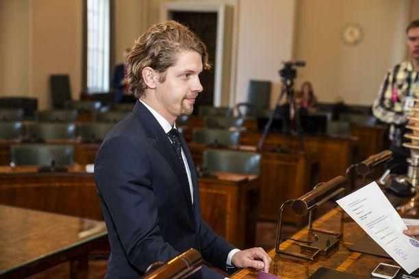 Kansanedustaja Heikki Vestman hoitaisi valkoposkiongelmaa metsästämällä.