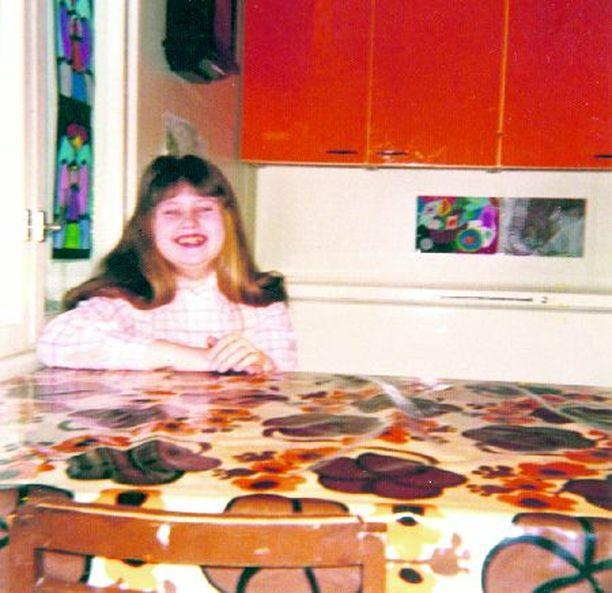 TYLLERÖ Saija kasvoi nelihenkisessä perheessä kaukana Parkanon keskustasta.