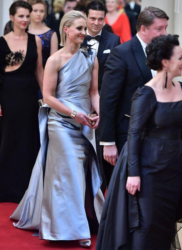 Vanessa Kurrin upean puvun on suunnitellut Teemu Muurimäki.
