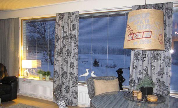 Verhojen valitseminen tuottaa päänvaivaa, sillä ikkunat ovat isot ja maisema upea.