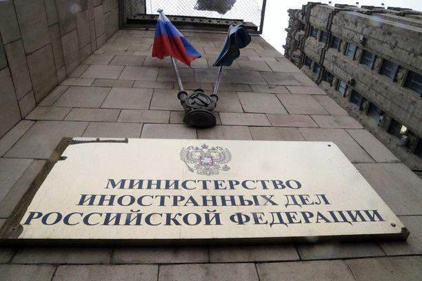 Venäjän ulkoministeriö Moskovassa otti keskiviikkona vastaan ulkomaisia suurlähettiläitä kokoukseen, jossa käsiteltiin myrkytystapausta.