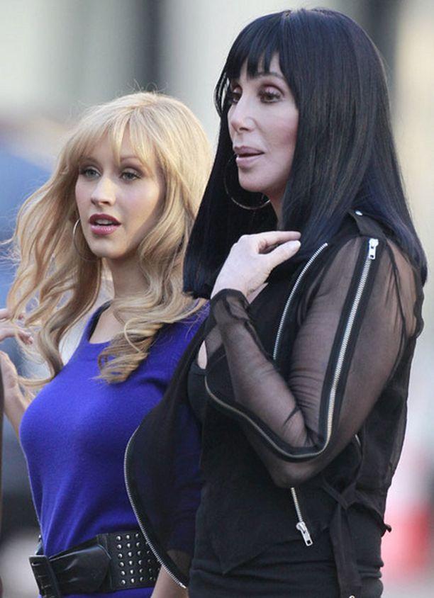 Aguileran lisäksi leffassa nähdään taukoa näyttelemisessä pitänyt Cher.