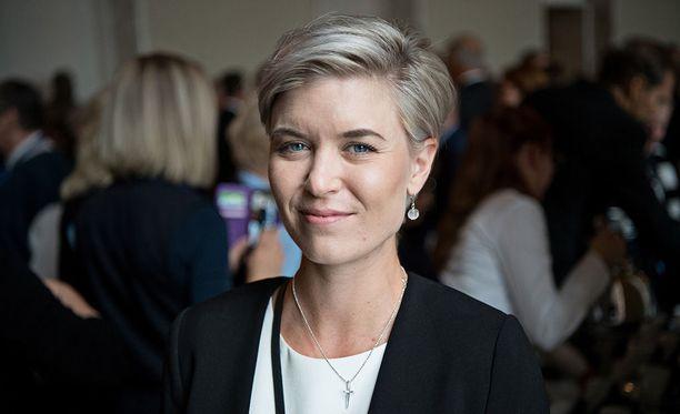Kansanedustaja Susanna Kosken esiintyminen Ylen Kuplat-sarjassa on herättänyt kritiikkiä.