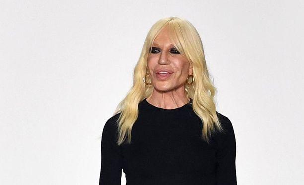 Donatella Versacen toteamukset turkiksista kertovat uusista tuulista muotialalla.