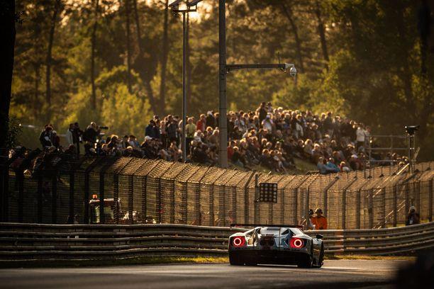 Kun aamu sarastaa sunnuntaina, Le Mans'n 24 tunnin ajo on parhaimmillaan ja vaarallisimmillaan.