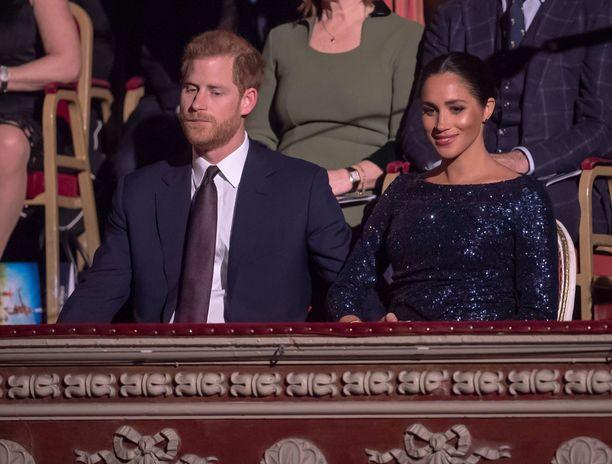 Sussexin herttuapari edusti upeana Lontoossa tammikuisena iltana.