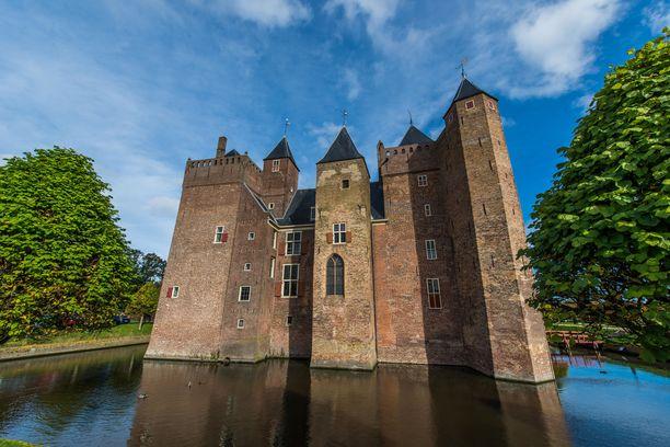 Assumburgin linnan vallihauta on vain koriste. Linnaa ei ole koskaan piiritetty.