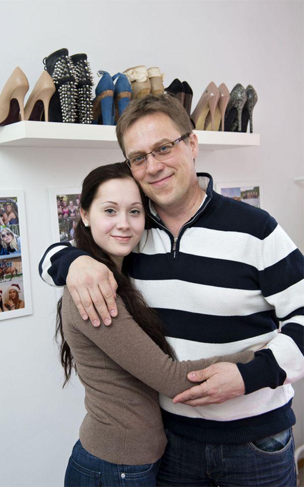 Kia Vehkaoja myöntää olevansa isän tyttö. Isä Tapani Vehkaoja kelpaa jopa shoppailukaveriksi.