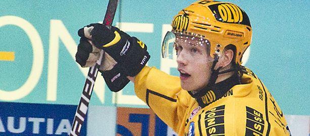 Toni Hyvärinen laukoi KalPalle 3-0-maalin.