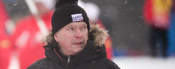 Sauli Niinistö seurasi Falunin MM-hiihtoja tiiviisti.