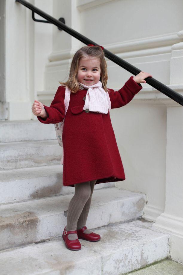 Catherine-äidin ottamissa kuvissa nähdään reippaan oloinen kaksivuotias.
