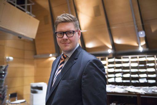 SDP:n eduskuntaryhmän puheenjohtaja Antti Lindtman tyrmää hallituksen jatkon ilman uusia hallitusneuvotteluita.
