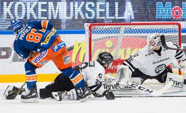 Tapparan Jukka Peltola passitti tällä maalilla TPS:n pronssipeliin.
