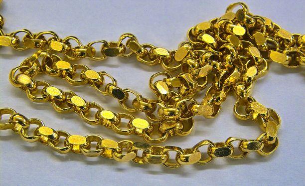 Koruliikkeen kauppias oli esitellyt miesasiakkaalle kultaketjua. Myöhemmin mies palasi liikkeeseen ja varasti koruja.