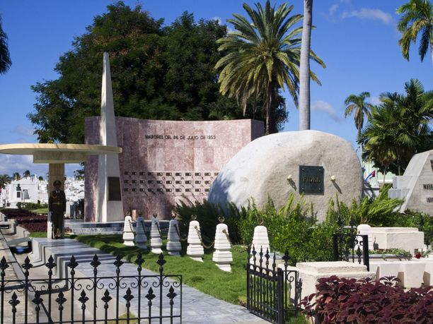 Santa Ifigenian hautausmaalla on myös Fidel Castron hauta.