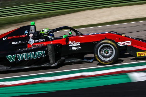 Suomalainen KIC Motorsport ajattaa kahta suomalaiskuljettajaa.