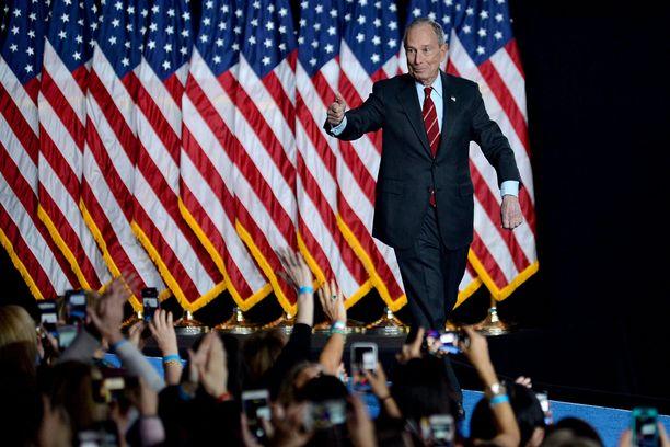 """Muun muassa Michael """"Mike"""" Bloombergin rahankäyttö on tuomittu kilpailevien ehdokkaiden toimesta."""
