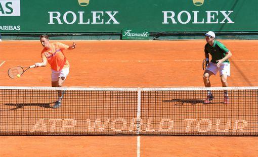 Henri Kontinen (vas.) ja John Peers taipuivat intialais-uruguaylaisparille Monte Carlon ATP-turnauksen puolivälierissä.