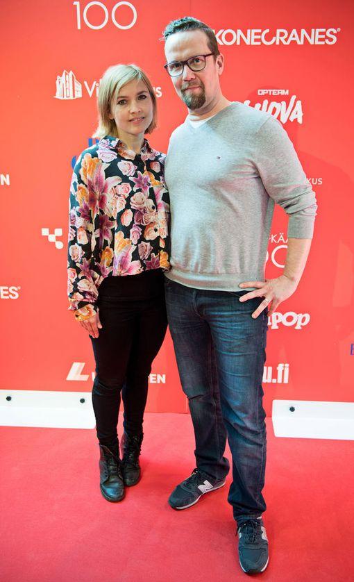 Yösyöttö saa ensi-iltansa 6. lokakuuta. Marja Salo ja Petteri Summanen näyttelevät naapureita, joita yhdistää yksinhuoltajuus.