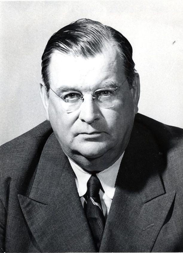 Eljas Erkko seurasi Rudolf Holstia ulkoministerinä. Hänen epäpätevyytensä diplomatiassa saattoi vaikuttaa talvisodan syttymiseen, kirjoittaa Alpo Rusi.