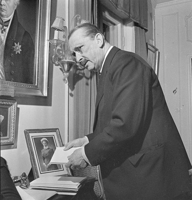 Kirjailija Kari Kallosen löytämä kirje paljastaa, että Mannerheim ei halunnut natseja talvisotaan.