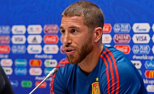 Espanjan kapteeni Sergio Ramos ei nauttinut lehdistötilaisuuden tunnelmasta.