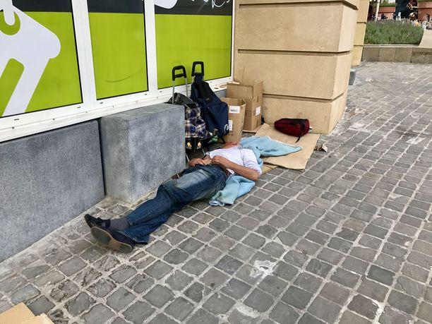 Euroopan unionin epävirallisen pääkaupungin Brysselin kaduilla elää sadoittain kodittomia, joista kasvava osuus on kotoisin muista EU-maista.