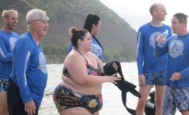 Whitney kokeilee uusissa osissa muun muassa surffausta. Hän myös koettaa selviytyä viiden kilometrin kävelylenkistä.