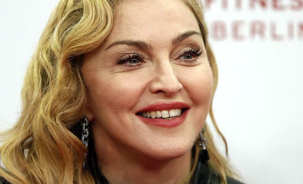 Madonna puolustautuu, ettei suinkaan vertaa itseään ja saavutuksiaan Martin Luther Kingiin ja Nelson Mandelaan