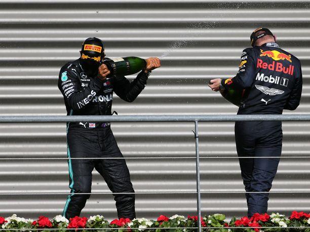 Mercedeksen Lewis Hamilton juhli viikonloppuna Belgian GP.n voittoa. Red Bullin Max Verstappen kaasutteli kisassa kolmanneksi.