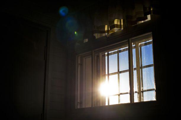 Vankilasellien viilennys on kesäkuumalla haastavaa. Kuva Riihimäen vankilasta.