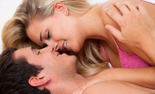 Miksi seksi saa naisen rakastumaan ja miehen haluamaan lisää