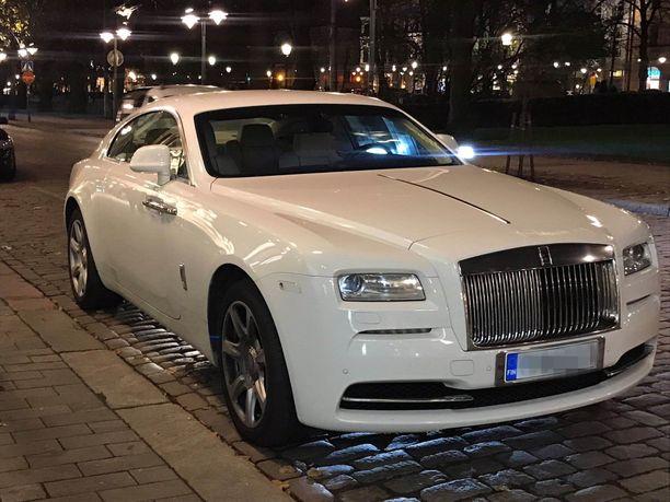 Jare Tiihosen Rolls-Royce on näyttävä ajoneuvo.