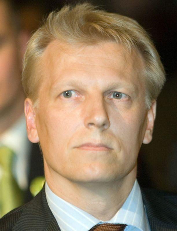 Kimmo Tiilikainen haluaa uudistaa puolueensa johtoa.