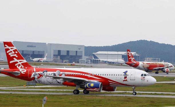 Matkustajia neuvottiin odottamaan terminaalissa koneen korjausta.