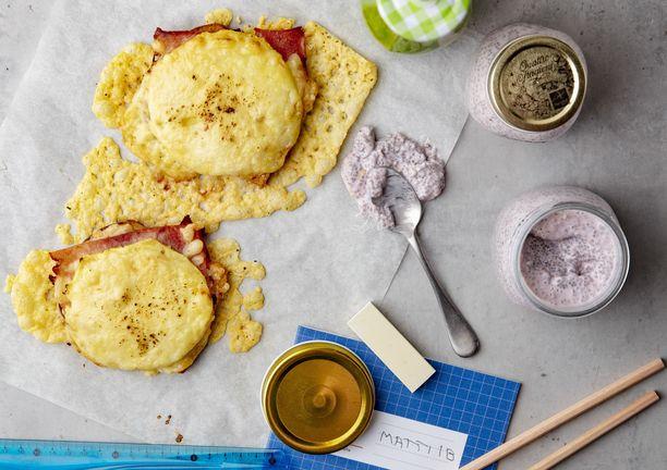 Kolme välipalaa, jotka säilyvät jääkaapissa useamman päivän: lämmin voileipä, chiapuuro ja smoothie.
