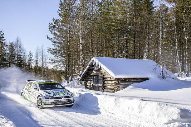 Rovaniemellä Esapekka Lappi ohjastaa Volkswagenia.