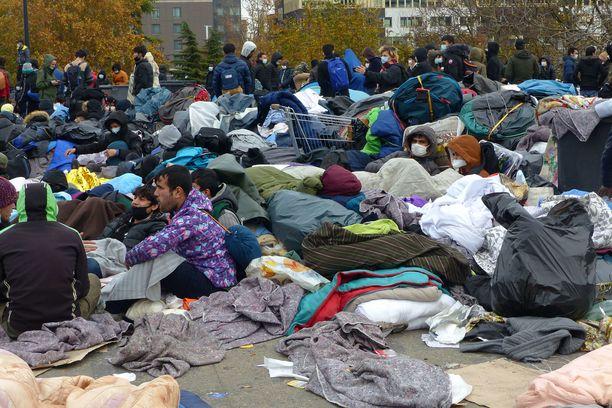 Poliisi hajotti turvapaikanhakijoiden leirin Ranskan Pariisissa marraskuussa.