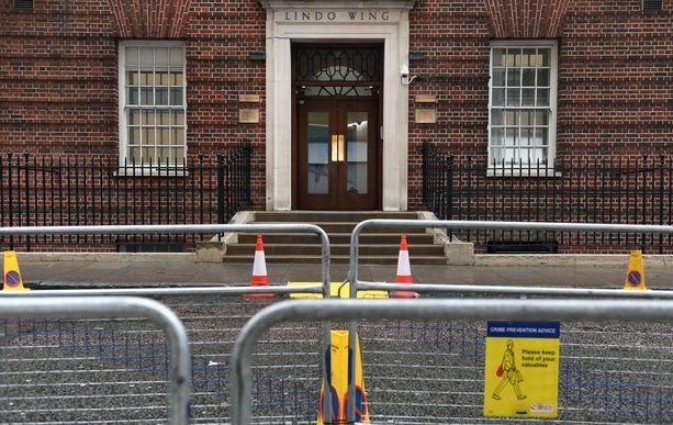 Catherine synnyttää Lontoossa St. Maryn sairaalan Lindo-siivessä.
