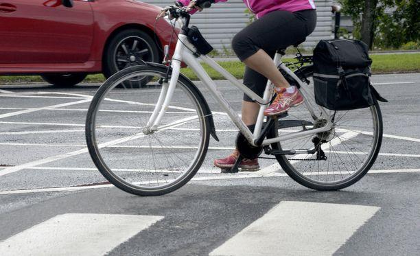 Jalkakäytävällä ei saa ajaa pyörällä.