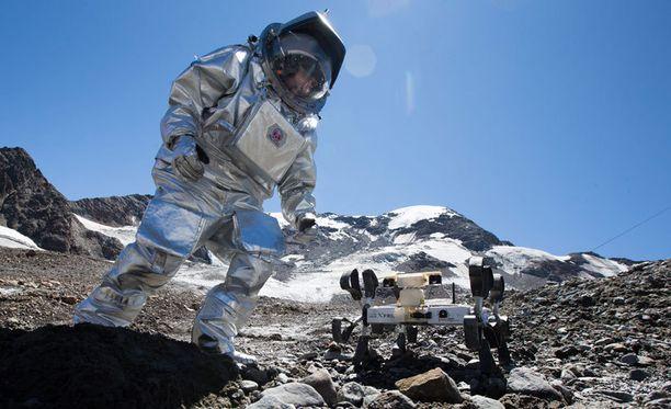 Astronauttielämää on Nasan simulaatioiden ohella harjoiteltu kuvan itävaltalaisessa, kahden viikon kokeilussa Kaunertalin jäätiköllä.