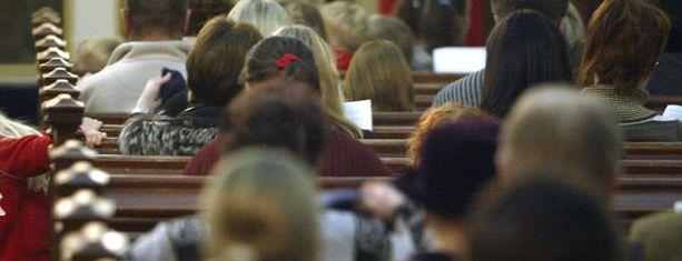 Kauneimpia joululauluja lauletaan kirkon sijasta Narikkatorilla.