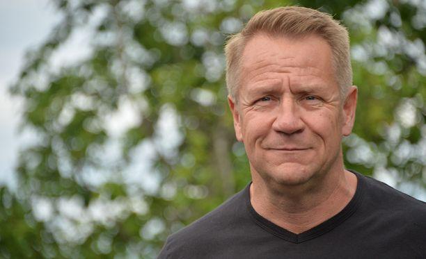Olli Lindholm kertoo kokemuksistaan Parempi elämä -kirjassa.