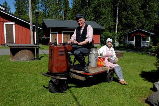 Pentti Kangasahon ja Mervi Rintalan kotimuseon aarteisiin kuuluu muun muassa tämä kuljetustrukki vuodelta 1954.