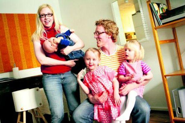 UUSIA KUVIOITA Sosiaalinen elämä ei ole aina aktiivisimmillaan pikkulapsivaiheessa. Salot ovat saaneet myös uusia tuttavia juuri lasten ansiosta.