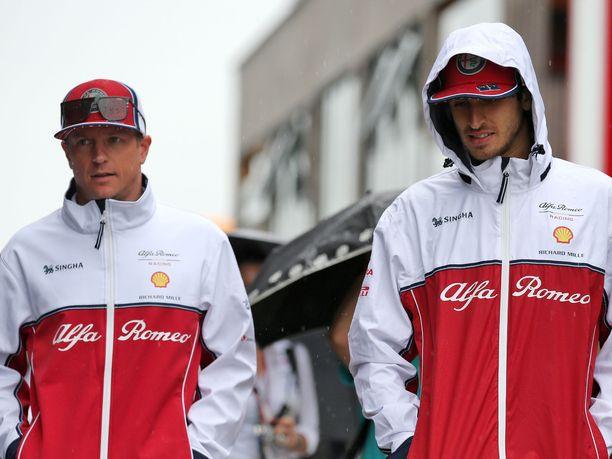 Kimi Räikkösen ja Antonio Giovinazzin uskotaan ajavan tallikaveruksina myös ensi kaudella.