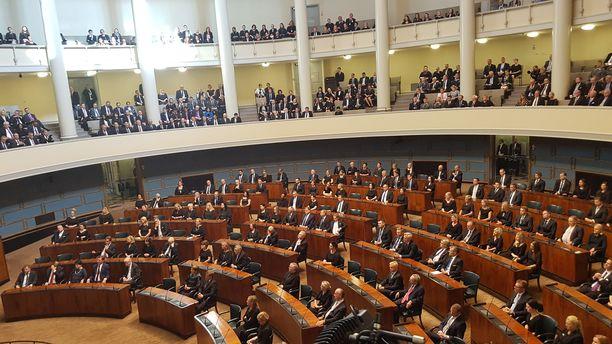 Kansanedustajat täysi-istunnossa syksyllä 2019.