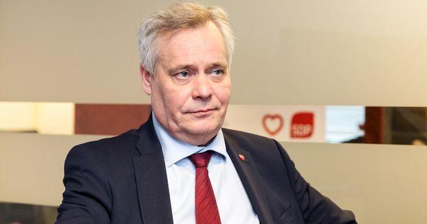 SDP:n puheenjohtaja Antti Rinne myöntää, että presidenttiehdokkaan hankkiminen menee elokuulle saakka.