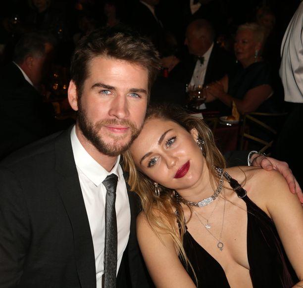 Liam Hemsworth ja Miley Cyrus selvisivät monista vastoinkäymisistä yhdessä, esimerkiksi marraskuussa 2018 pariskunta menetti talonsa tulipalossa.