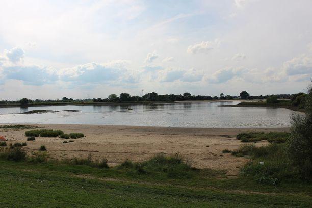 Bunkkeri rakennettiin Weser-joen rannalle. Siellä tehtyjen sukellusveneiden oli tarkoitus matkata jokea pitkin merelle.